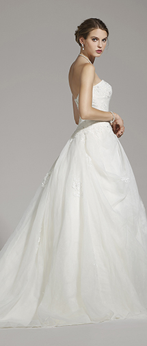 A Line Sweetheart Organza Ivory Sleeveless Wedding Dress with Beading and Appliques AWZT15006